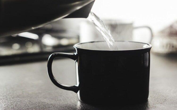 वजन कम करने के लिए गर्म पानी पीने के फायदे